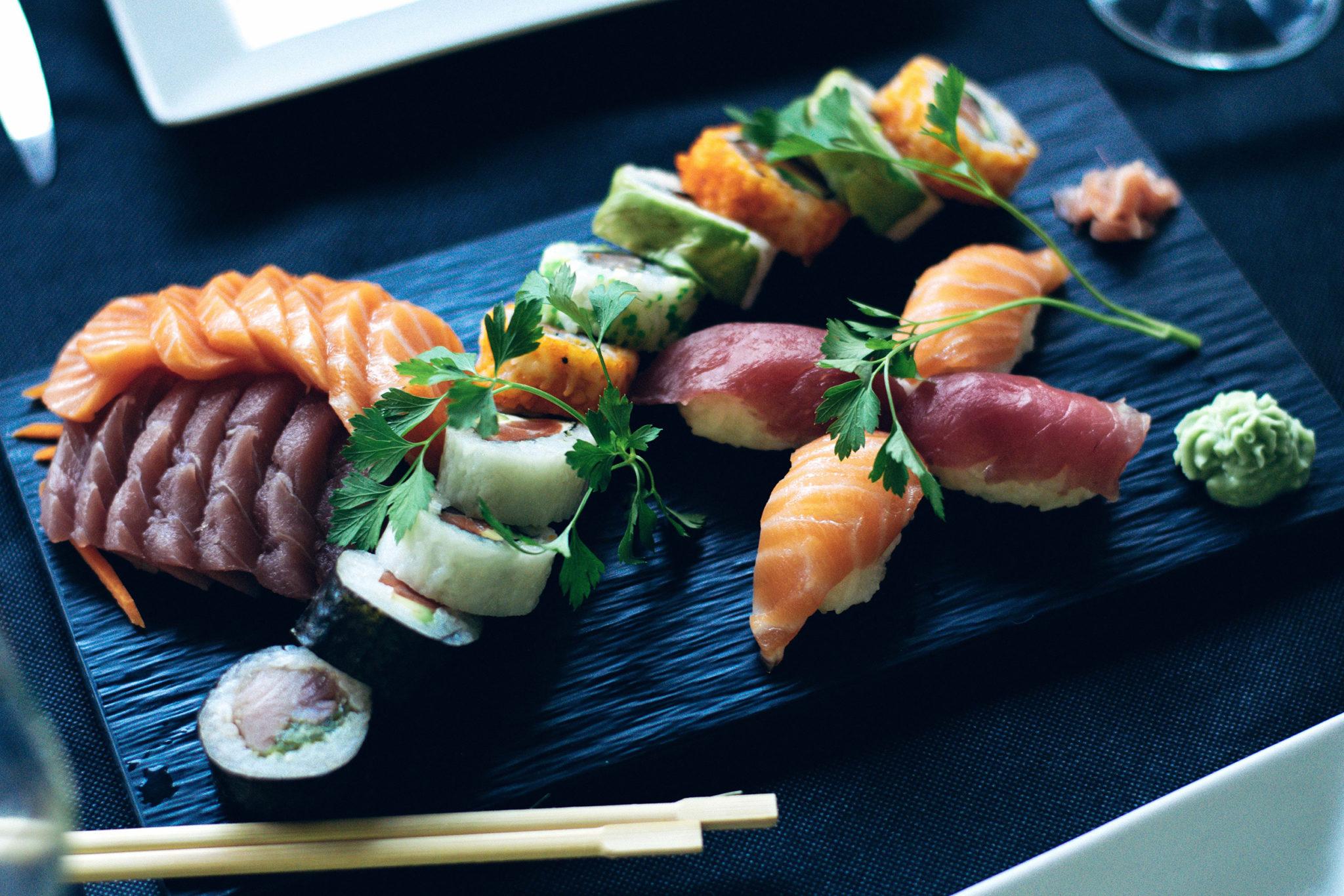 sushi-2455981Smaller.jpg